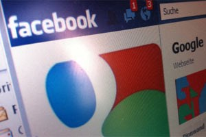 Die Entscheidung zwischen Google+ und Facebook wird fr User wohl schwer, Tools sollen eine Brcke schlagen. 