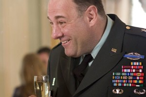 "James Gandolfini als friedfertiger  General in ""In the Loop""."