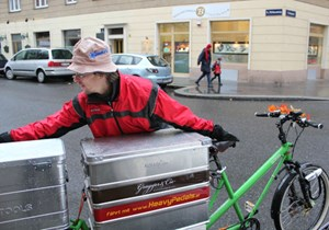 Das Transportgut kommt in wasserdichte Alu-Boxen.