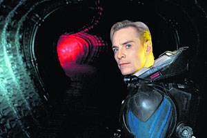 Michael Fassbender als pflichtbewusster Androide David, der in &quot;&#xD;&#xA;Prometheus&quot; ein wahrer &quot;scene-steeler&quot; ist.&amp;nbsp; 