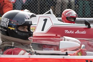 Chris Hemsworth als Hunt und Daniel Brhl als Lauda in Rush.