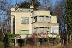 """So sieht die denkmalgeschützte """"Villa Paitl"""" in der Krottenbachstraße 190 derzeit noch aus."""