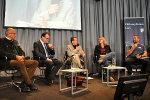 Es diskutierten Martin Balluch, Karen Duve, Alexandra Jahr, Hubert Schatz und Clemens Tönnies unter der Moderation von Journalisten Uwe Justus Wenzel.