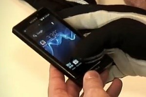 Das Xperia sola kann nun mit Handschuhen bedient werden.