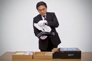 Nintendo-Chef Satoru Iwata packt die Wii U aus