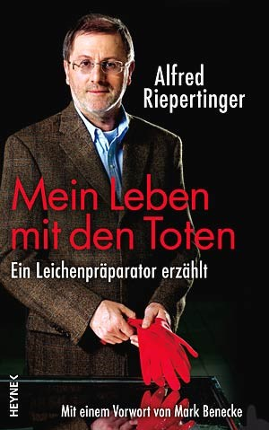 Der Oberprparator am Klinikum Schwabing berichtet in seinem Buch ber seinen Berufsalltag und Anekdoten aus seiner Karriere.