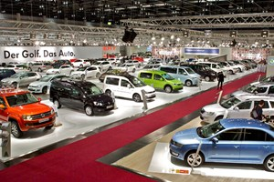 In den Messehallen ist in Sachen Vienna Autoshow angerichtet.