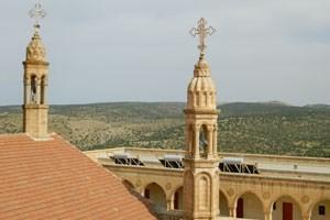 Die Türme von Mor Gabriel im Südosten der Türkei. Der Metropolit, zwei Dutzend Nonnen, Mönche und Arbeiter leben im Kloster der alten syrisch-orthodoxen Kirche.