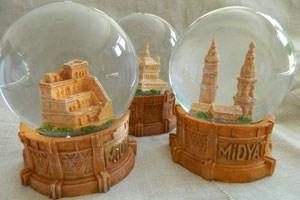 Heile Welt unter Glas: Für die Kleinstadt Midyat ist das Kloster ein Tourismusgeschäft. 130.000 Besucher kamen im vergangenen Jahr, darunter viele Muslime.