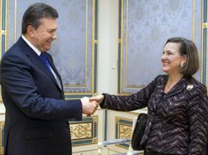 Victoria Nuland mit Präsident Janukowitsch ...