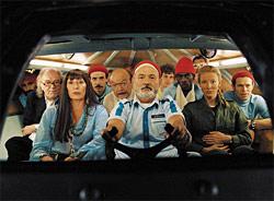 """Ein Film, der auch Regisseuren wie Fran¸cois Truffaut und Federico Fellini seine Reverenz erweisen möchte: die liebe Filmfamilie in Wes Andersons """"The Life Aquatic With Steve Zissou""""."""