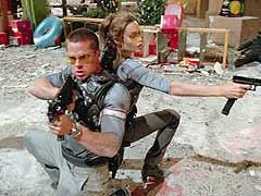 """Barbie und Ken machen sauber: Brad Pitt und Angelina Jolie gestalten als und in """"Mr. & Mrs. Smith"""" nach Herzenslust Räume um."""