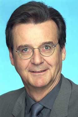 Hans Mahr - Premiere-Vorstand für Sport, Neugeschäft und Österreich.
