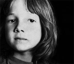 """Ein Kind, das gerne Gras kaut: Ralph Arlyck begibt sich in seinem Dokumentarfilm """"Following Sean"""" auf die Suche nach dem Protagonisten seines Films von 1968."""