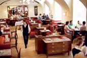 """Vergleichsweise gelungen ist das Kaffeehaus aus der Retro-Retorte an der Stelle des alten """"Café Haag"""" in der Wiener Schottengasse."""