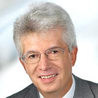 """Michael Frass, ist Facharzt für Innere Medizin und hat die Position des Vizepräsident der Ärztegesellschaft für Klassische Homöopathie inne. Außerdem ist er Leiter der Spezialambulanz """"Homöopathie bei malignen Erkrankungen"""" im AKH Wien und Präsident des Dachverbandes Österreichischer Ärzte für Ganzheitsmedizin."""