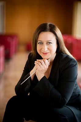 Artikelbild: Kehrt nun  sehr gerne  an die Wiener Staatsoper  zurück -  Dirigentin  Simone Young. - Foto: Staatsoper