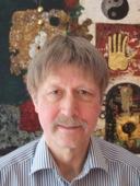 Thomas Heberer ist Leiter des Lehrstuhls für Politik/Ostasien der Universität Duisburg-Essen. Sein Forschungsschwerpunkt ist China. Seit 1981 führt Heberer regelmäßig Feldforschung in verschiedenen Regionen Chinas durch.