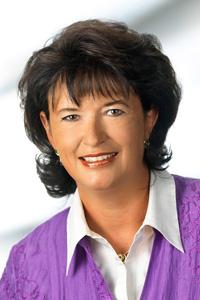 Irene Kührer ist Fachärztin für Innere Medizin, Hämatologie und Onkologie und Oberärztin an der Wiener Universitätsklinik für Chirurgie.