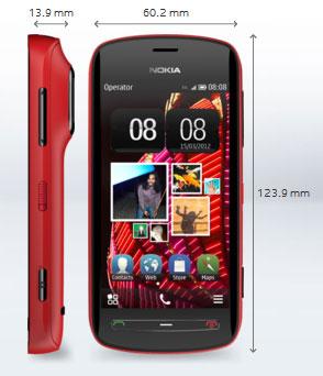 Das Nokia 808 ist das erste Smartphone mit PureView-Technologie. Leider setzt Nokia auf die ältere Symbian-Plattform. Die Kamera mit Carl-Zeiss-Linse und 41-Megapixel-Sensor macht das Gerät zudem etwas klobig.