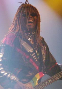 Bassist T. M. Stevens erinnert gemeinsam mit Ronny Drayton und Keith LeBlanc an Jimi Hendrix.