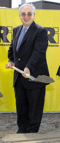 RZB-Chef Walter Rothensteiner baut um.