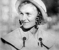 """Lichte Heiterkeit, die langsam der Ernüchterung weicht: Jelena Kuzmina als stille Heldin in Boris Barnets Antikriegsdrama """"Vorstadt/Okraina"""" aus dem Jahr 1933."""