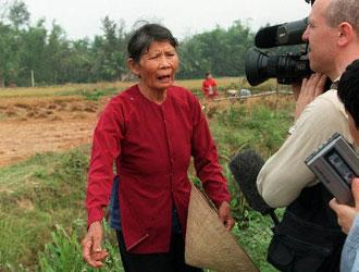 Bild: Eine Überlebende des My Lai-Massakers in Vietnam (Foto: EPA PHOTO/AFP/HOANG DINH NAM/NA)