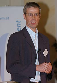 Wissensmanagement-Experte Klaus Tochtermann glaubt, dass auch heimische Unternehmen nicht an den Themen Blog und Wiki vorbeigehen können.