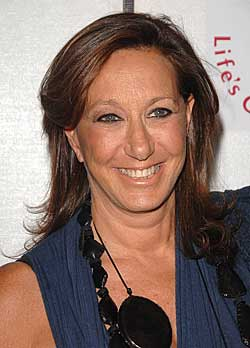 "Designerin Donna Karan bei der Premiere des Dokumentarfilms ""I Am Because We Are"" am 24. April 2008 in New York. Geboren wurde sie am 2. Oktober 1948 in Long Island / USA."