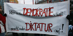 Wer in der Demokratie schläft wacht in der Diktatur auf