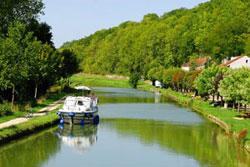 Canal de Bourgogne: Burgund auf dem Wasser entdecken.
