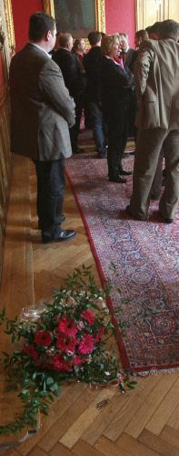 Ihren Blumenstrauß wollte Laska nicht annehmen.