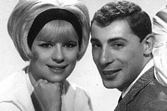 Ellie Greenwich 1963 mit Jeff Barry in der gemeinsamen Band The Raindrops