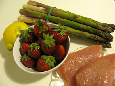 gr ner spargel mit putenbrust und erdbeeren seite 1 gefl gel rezepte. Black Bedroom Furniture Sets. Home Design Ideas