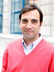 Zur Person: Der gebürtige Grieche Spyros Economides (48) ist stellvertretender Direktor des Hellenic Observatory, einem Forschungszentrum für griechische Politik an der London School of Economics.