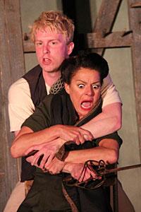 Michael Benz als Hamlet im Gastspiel des Globe Theatre London.