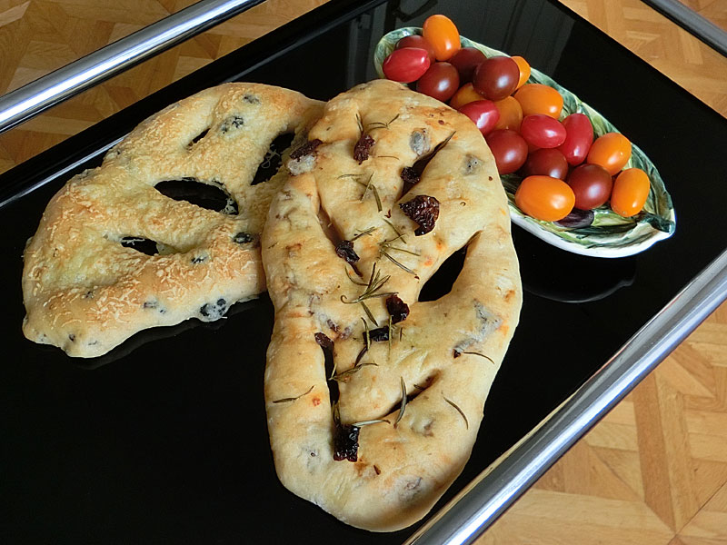 rezept f r fougasse mit oliven und getrockneten tomaten brot und geb ck. Black Bedroom Furniture Sets. Home Design Ideas