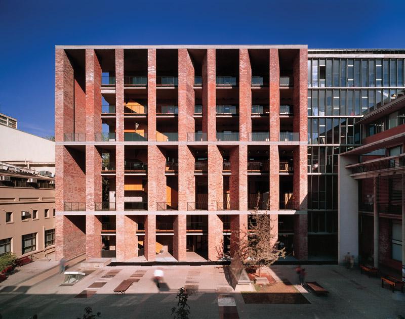 chilenischer architekt alejandro aravena erh lt pritzker preis baukunst kultur. Black Bedroom Furniture Sets. Home Design Ideas