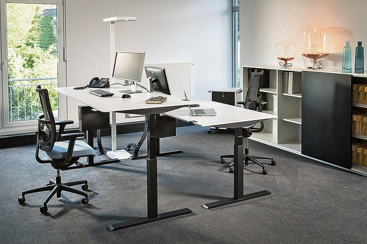 moderne b ros wenn im stehen gearbeitet wird. Black Bedroom Furniture Sets. Home Design Ideas