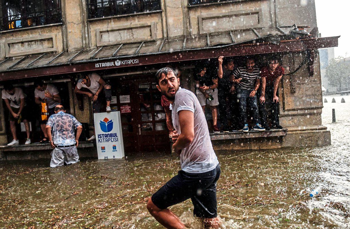 Heftiges Unwetter in Istanbul: Verletzte und Hagelschäden