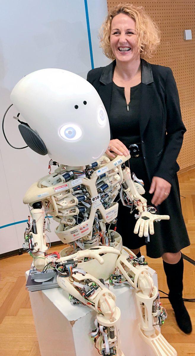 """Sabine Köszegi: """"Maschinen können Emotionen nur vortäuschen"""""""