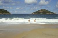 "foto: ""praia do abrico"". licenciado sob creative commons attribution-share alike 3.0, via wikimedia commons - commons.wikimedia.org/wiki/file:praia_do_abrico.jpg#mediaviewer/file:praia_do_abrico.jpg"