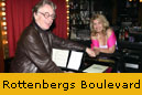 Gall (mit ihrem Pianisten Norman Shetler) in der Broadway Piano Bar: Schubert intim.