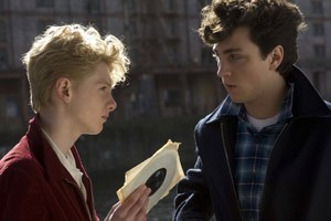 "Aaron Johnson mimt John Lennon in ""Nowhere Boy"""
