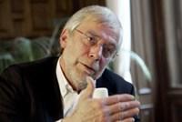 Kinder sollten den Lehrstoff nicht präsentiert bekommen, sondern ihn sich selbst erarbeiten, meint Gerald Hüther.
