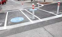 Mängel stellten die TesterInnen bei der Bodenmarkierung fest. Dass sie auch dort fahren dürfen, wo Autos herumfahren müssen (Bild), freute sie im Gegensatz dazu.