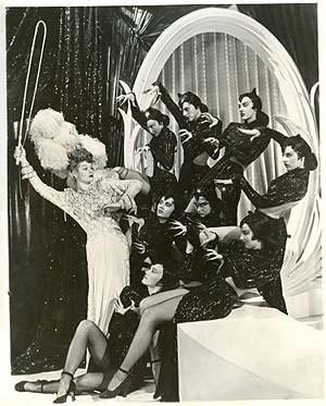 """Burleske Ausstattungsrevue aus den 40er-Jahren: Lucille Ball zähmt Kätzchen in """"Ziegfeld Follies"""" von Vincente Minnelli."""