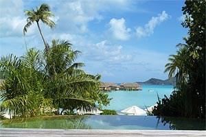 Der Blick auf die Lagune. Der Schriftsteller James Michener nannte Bora Bora die schönsten Insel der Welt.