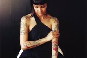 Die Performance-Preisträgerin Roberta Lima im Porträt von Anja Manfredi.